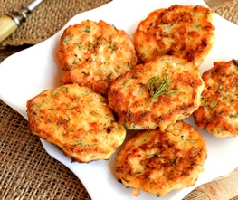 Crab Cakes with Horseradish Remoulade Dipping Sauce